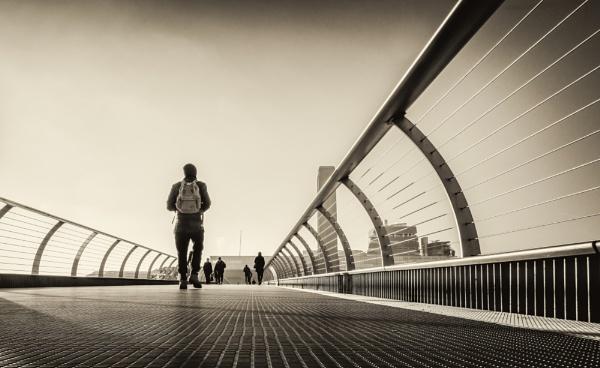 millennium bridge - the other side by mogobiker