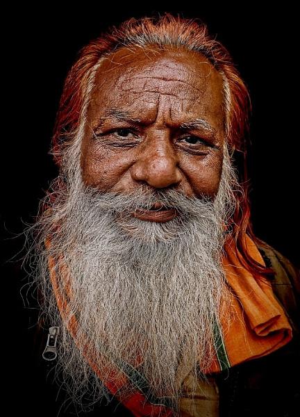 Trader in Pushkar by sawsengee