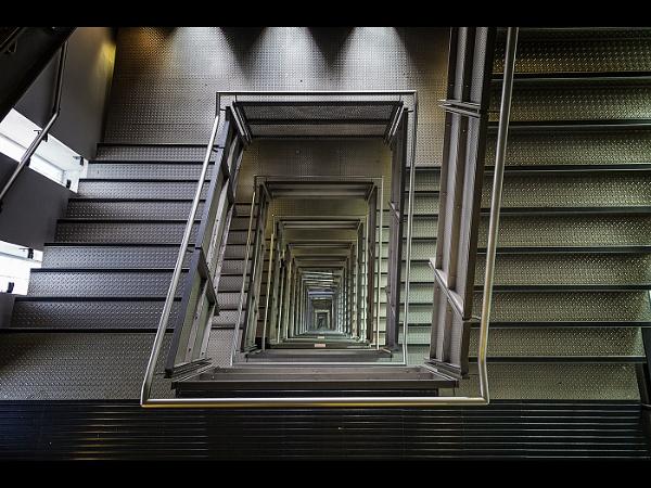 Looking Down by stevenb