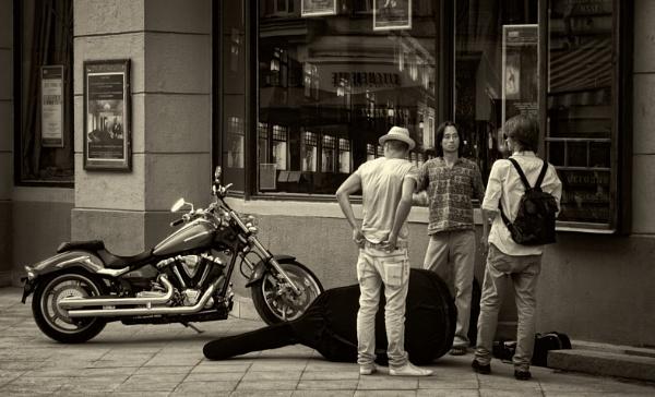trio ? by leo_nid