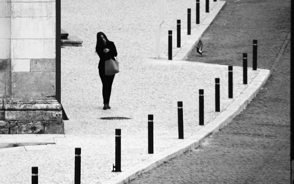 Mujer con paloma. by femape