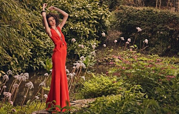 Summer fashion in a country garden.