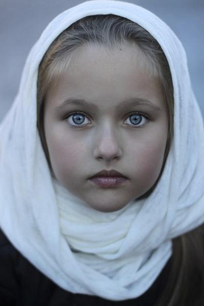 Blue eyes by ZuzuValla