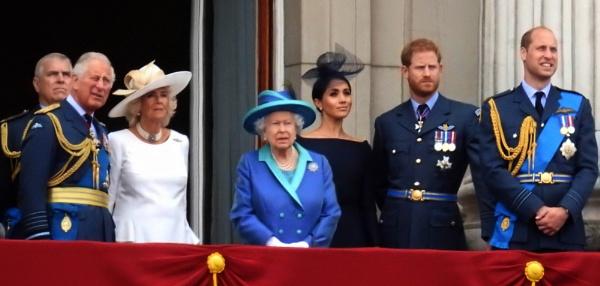 The Royal Family by sevenmalt