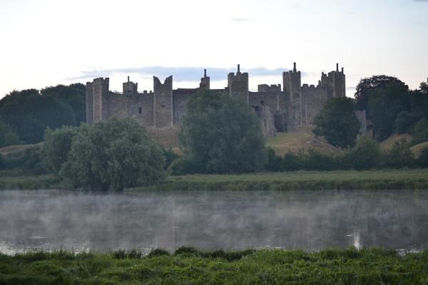 spooky castle by cathsnap