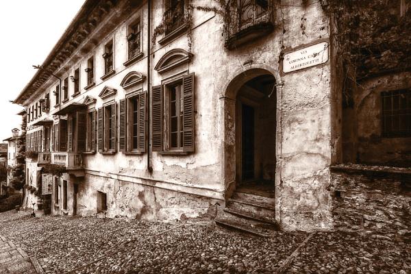A Building in Via Corinna Caire Albertoletti in Orta San Giulio by Phil_Bird