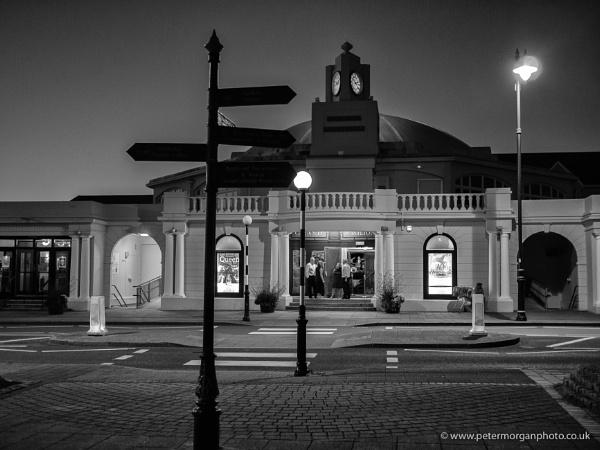 Porthcawl Pavilion at night by P_Morgan