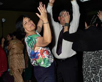 Hands up, la la lala......