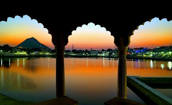 The magic of Pushkar...... by sawsengee