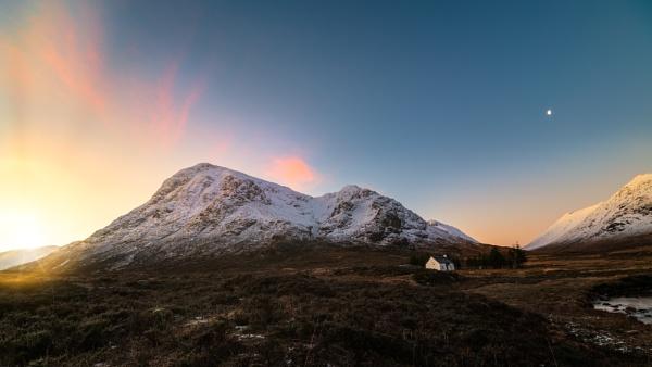 Sunrise in Glencoe by douglasR