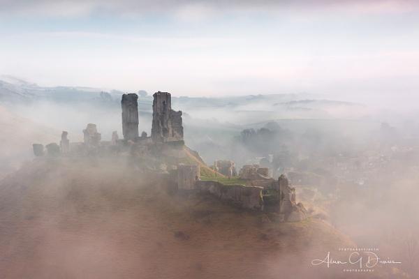 Mist encircled Corfe Castle by Tynnwrlluniau