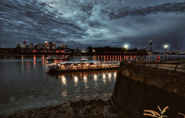 Greenwich by KrazyKA