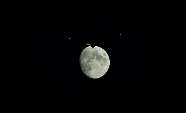 Moon Flight. by xGei8ht