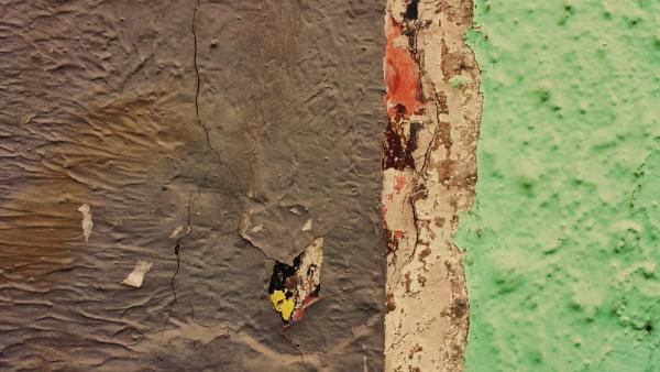 Walls tell stories... by Chinga