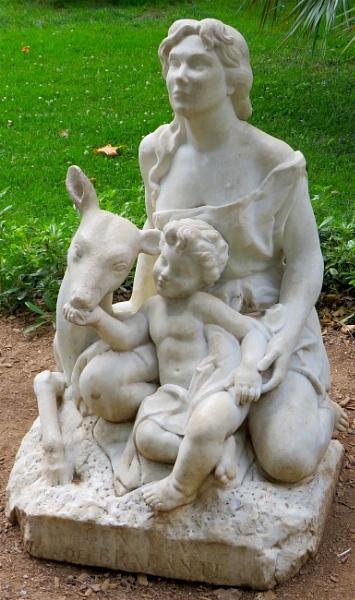 Statue by ddolfelin