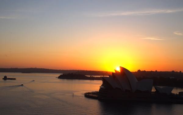 Opera House Sunrise by eyewhy