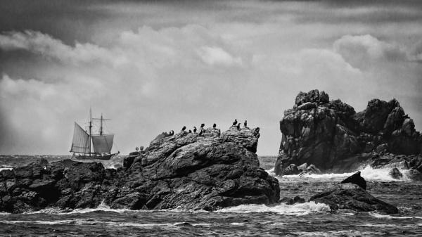 rough sea by Ledwar