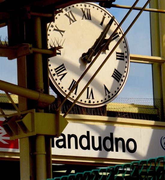 Railway clock by ddolfelin