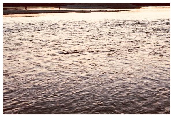 stillness spreads by bliba