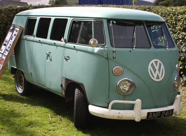 Shady VW Van by ddolfelin