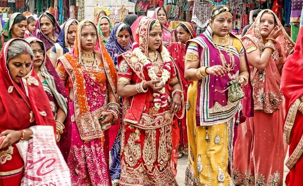 Wedding procession in Pushkar by sawsengee