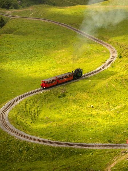 Snaking steam Brienzer Rothorn railway by rontear