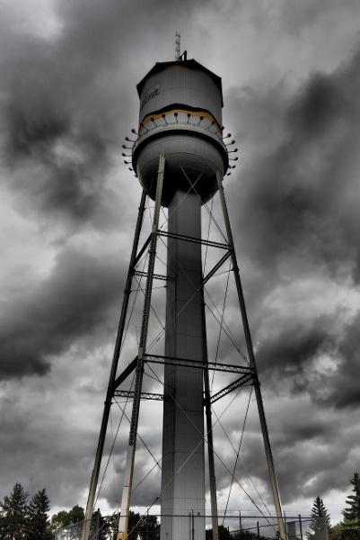 Spooky tower by waltknox