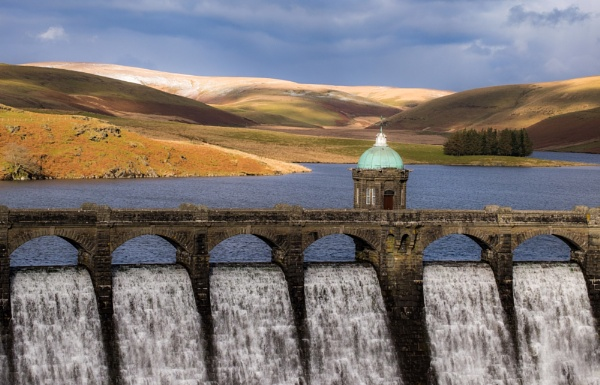 Crag Goch Dam, Elan Valley by CrustyPics