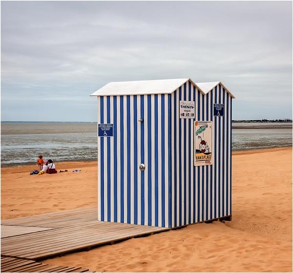 Beach Hut by dven