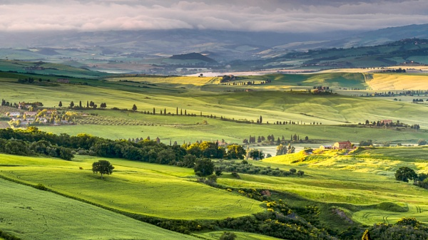 Farmland in Val d\'Orcia Tuscany by Phil_Bird