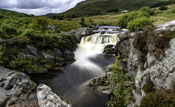Afon Claerwen by daibev