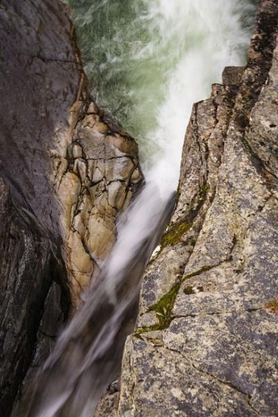 Water falling by billmyl