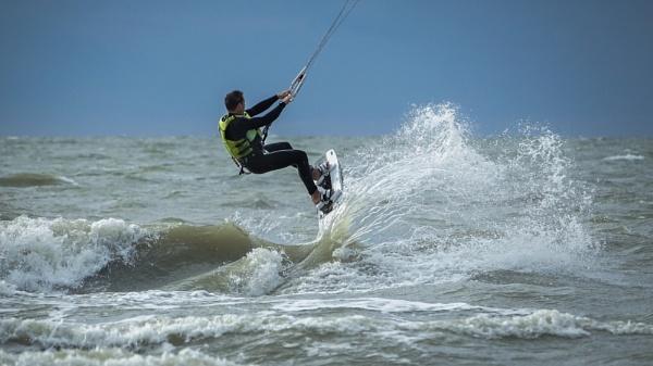 A splash of surf by Drummerdelight