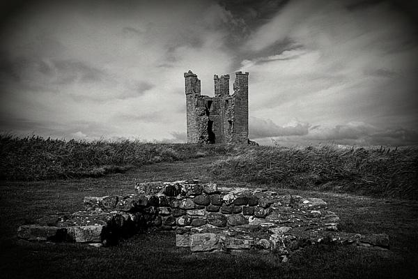 Dunstanburgh Castle by micra-chameleon