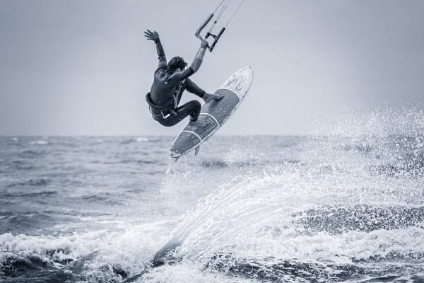 Barefoot kite surfer @ work by Drummerdelight