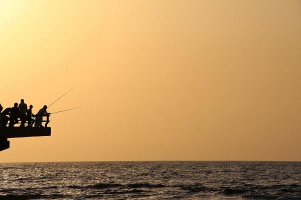 Fishermen on Jeddah Beach by ksabestman