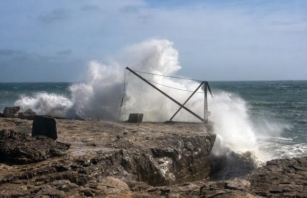 Crashing Waves by dven
