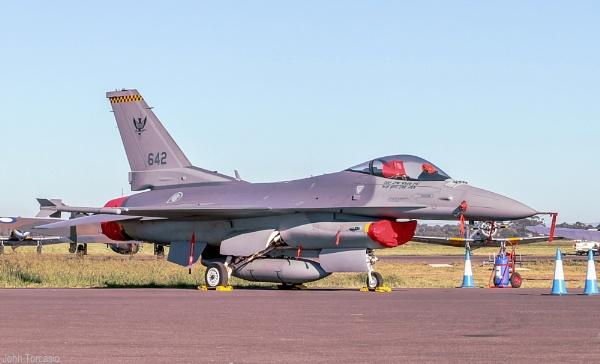 F-16 Fighting Falcon Lockheed Martin by johntorcasio