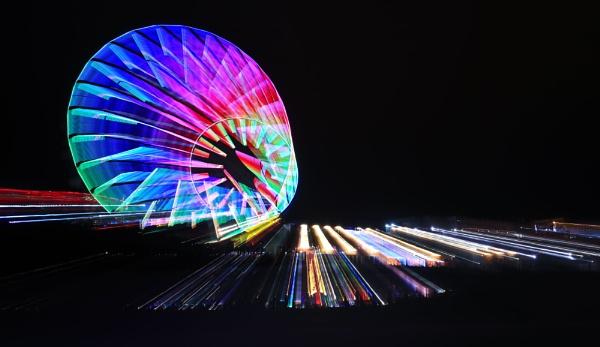 Big Wheel Central Pier by DavidCookson