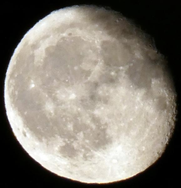 Moon 9:20pm 27th September 2018. by GeeJoe