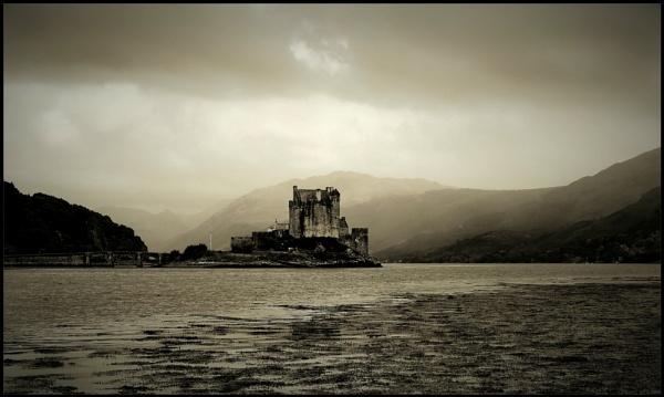 Eilean Donan Castle by djh698