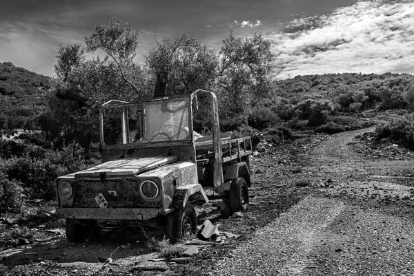 Abandoned Vehicle in Alonissos. by steebi