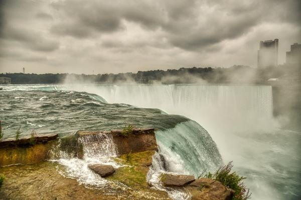 Niagara by Galster