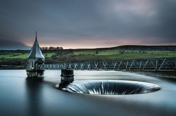 Pontsticill Reservoir by cardiffgareth