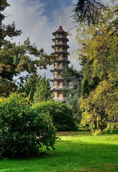 Pagoda in Kew Gardens by StevenBest