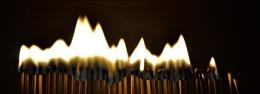 Photo : Flaming matchsticks