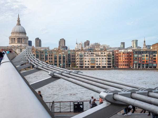 Millennium Bridge to St Pauls by HelenHiggs