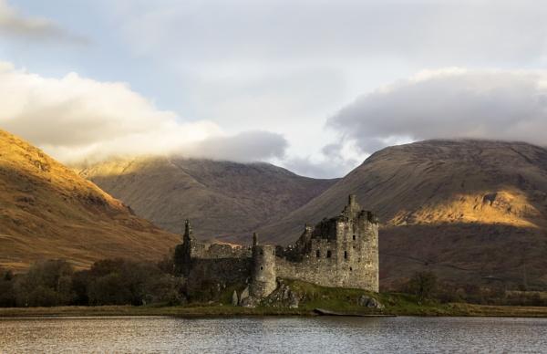 Kilchurn Castle by Irishkate