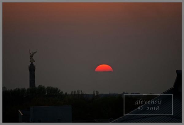 Berliner Sonnenuntergang by glevensis