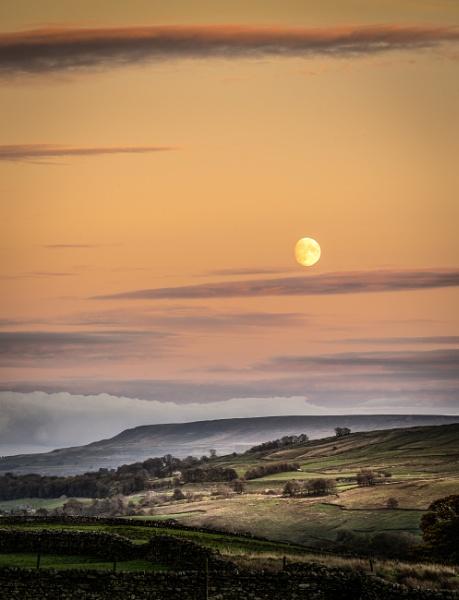 Dales Moon by barrywebb